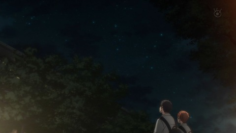 夜空を見上げる真冬と立夏