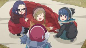 斉藤さんの豪華な寝袋を羨む野クルメンバー