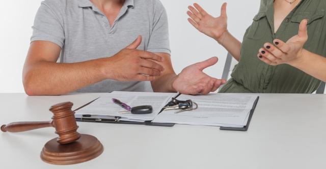 離婚調停で話し合う夫婦
